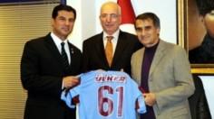 Kuzey Kıbrıs Türk Cumhuriyeti Dış İşleri Bakanı Hüseyin Özgürgün, dün Trabzonspor'u ziyaret etti.
